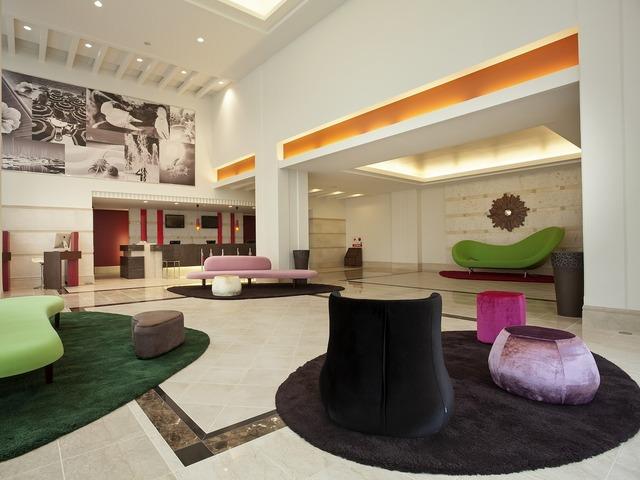 メルキュールホテル沖縄那覇 フロント